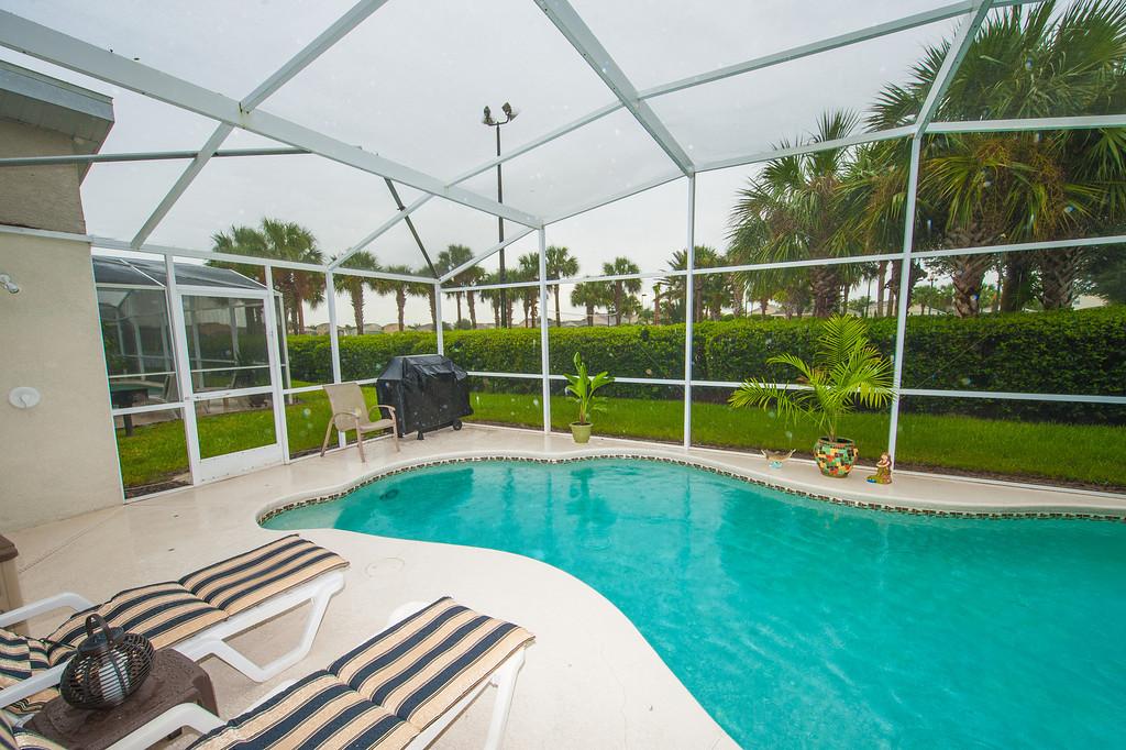 maison de 4 chambres avec piscine priv. Black Bedroom Furniture Sets. Home Design Ideas